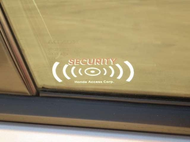 セキュリティーアラームが車内を守ります!!