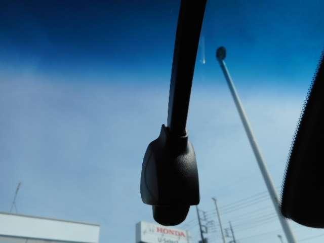e:HEVホーム センシング ナビ 前後ドラレコ ETC クルコン 禁煙車 スマートキー アイドリングストップ 衝突被害軽減ブレーキ ワンオーナー LEDヘッドライト Rカメラ オートエアコン キーレス 地デジ CD(8枚目)