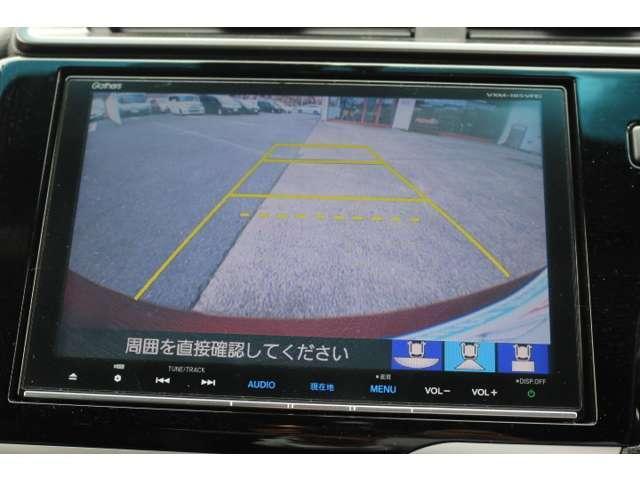 バックカメラを搭載しておりガイドラインも表示されますので車庫入れも安心ですね♪