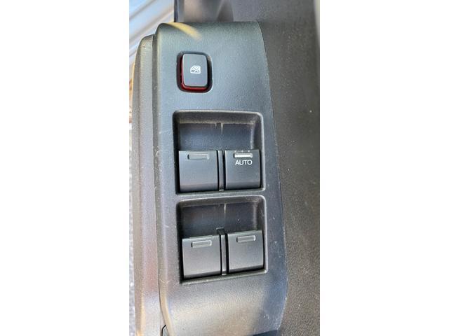 ハイブリッド 禁煙車 ギャザーズSDナビ(VXM-108CS) 1セグ クルコン セキュリティアラーム キーレス 電格ミラー ハーフレザーシート オートAC UVカット付プライバシーガラス(30枚目)
