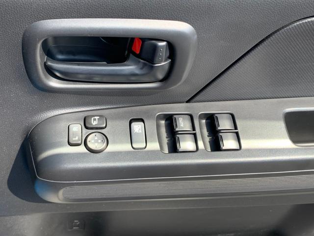 ハイブリッドFX セーフティPKG デュアルセンサーブレーキサポート ヘッドアップディスプレイ ドラレコ シートヒーター アイドリングストップ AUX端子CD ETC 禁煙車 電格ミラー UVカット付プライバシーガラス(31枚目)