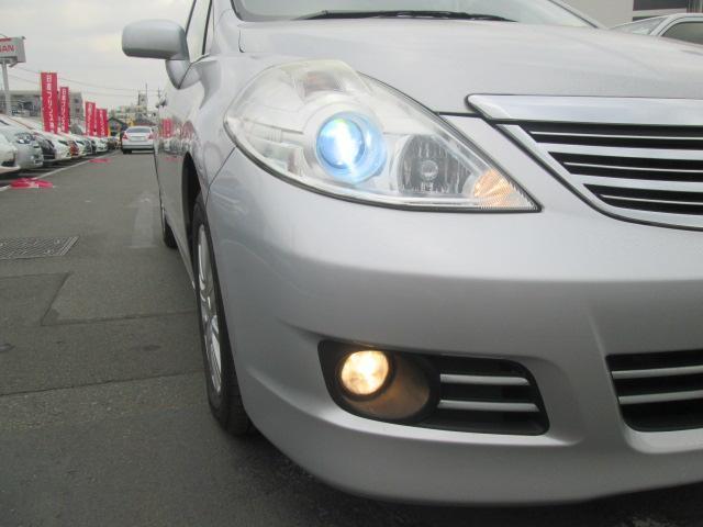 夜暗くなっても安心、明るいキセノンヘッドライト装着車です。