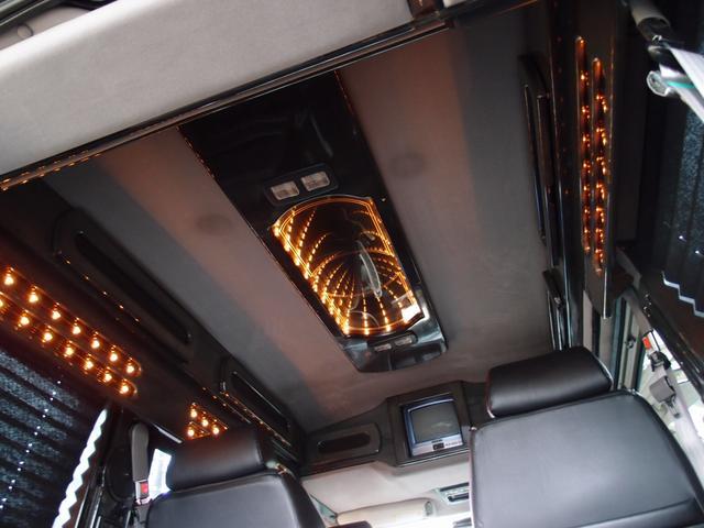 後期型スタークラフトは天井イルミネーションが3Dイルミとなり、高級感が漂う室内空間となります。サイドイルミ/天井イルミメーションなどにも球切れなどは御座いません。ミッドナイト専用ブラックインテリア!