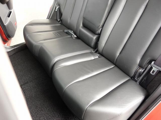 弊社はドアのヒンジ部分/各種内張り/フロアマットなど、細かな所も綺麗にクリーニング致します。新車おろしたてのような輝きある車両をお客様にご納車させて頂きます。ご遠方のお客様もご安心してご検討下さいませ