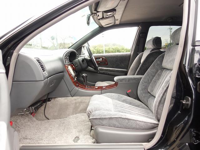運転席・助手席・リアシート、全てのシートが電動にて調整可能となり、シートメモリー機能も完備。リアシートはシートヒーターにマッサージ機能も完備しております。お気軽にお問い合わせ下さいませ