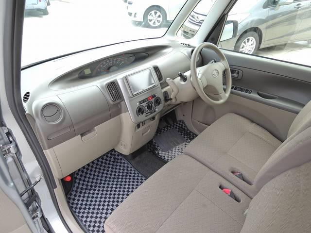 大きなフロントガラスになりますので、視界も広くとても運転しやすいお車になります☆