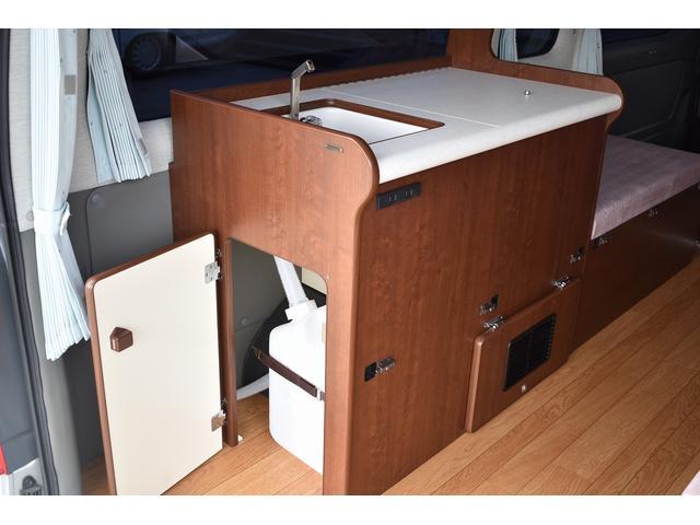 給排水ポリタンク式のシンクになります。衛生的に長くお仕えいただける装備になります。
