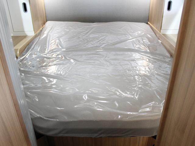デュカト サンリビングS70CS ルーフエアコン 温水ボイラー 温水シャワー FFヒーター 冷蔵庫 プルダウンベッド アイランドベッド 独立トイレ・シャワールーム(8枚目)