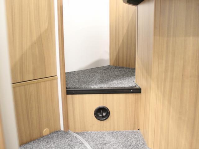 デュカト サンリビングS70CS ルーフエアコン 温水ボイラー 温水シャワー FFヒーター 冷蔵庫 プルダウンベッド アイランドベッド 独立トイレ・シャワールーム(12枚目)