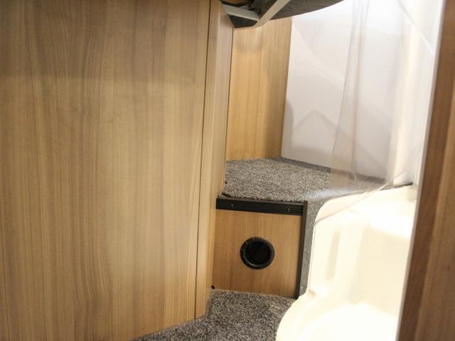デュカト サンリビングS70CS ルーフエアコン 温水ボイラー 温水シャワー FFヒーター 冷蔵庫 プルダウンベッド アイランドベッド 独立トイレ・シャワールーム(14枚目)