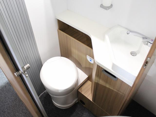 デュカト サンリビングS70CS ルーフエアコン 温水ボイラー 温水シャワー FFヒーター 冷蔵庫 プルダウンベッド アイランドベッド 独立トイレ・シャワールーム(39枚目)