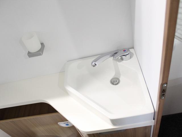 デュカト サンリビングS70CS ルーフエアコン 温水ボイラー 温水シャワー FFヒーター 冷蔵庫 プルダウンベッド アイランドベッド 独立トイレ・シャワールーム(40枚目)