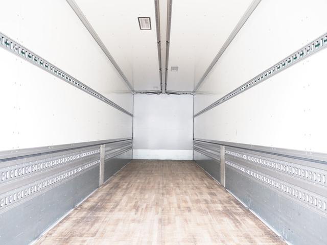 ウイング車・冷凍車・バン車を中心に幅広い品揃えで在庫豊富な200台以上!お客様のお仕事に合わせた各種ボディ架装も承ります