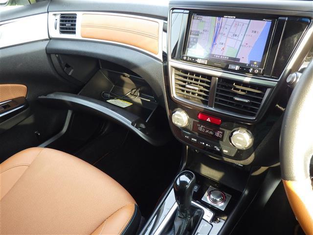 2.5iアイサイト アイサイトSIドライブクルーズコントロールメモリーナビ地デジTVDVDCD再生可Bluetooth対応バックカメラ後席モニター運転席パワーシート前席シートヒーターハーフレザー調シートETCHID(10枚目)