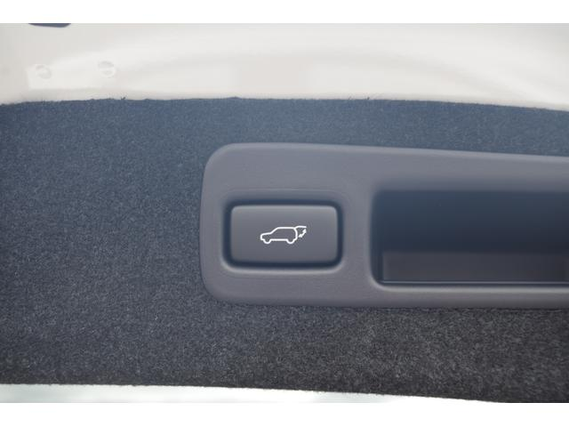 プレミアム 登録済未使用車 衝突軽減 サンルーフ ソナー(17枚目)