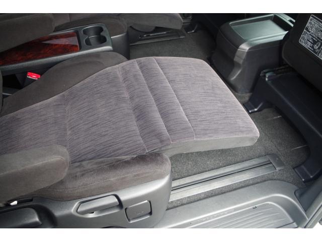 【2ndシート】超ロングスライドシート+オットマンの組み合わせでまるでリビングにいるような足を伸ばしてくつろげる空間に早変わり。