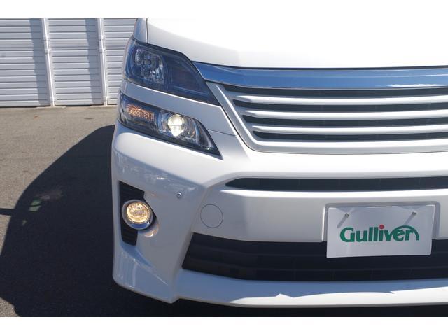 【エクステリア】オートライト/HIDヘッドライト/フォグランプ装備。ハロゲンと違い夜間白く明るく夜道を照らします。フォグは足下をしっかり照らし夜間のドライブをサポートしてくれます。