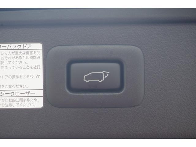 【パワーバックドア】スイッチ一つで電動で開閉。運転席側スイッチでも開閉可能。片手が塞がっていてもボタン一つなので楽々。