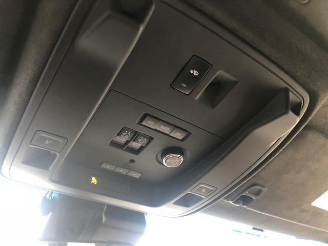 このマルイダイヤルって知ってます?車庫の高さに合わせリアハッチの上がる高さを調整できるんです。注意無段階ではないですが、きっと便利と感じているオーナー様も多いはず!!