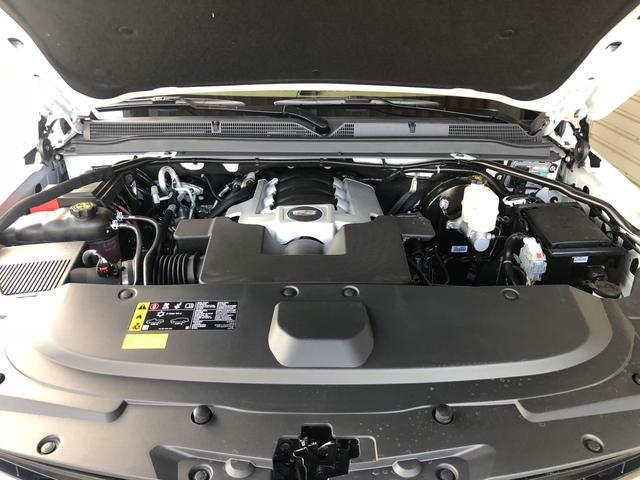 6.2LのV8エンジンは太く粘りのあるトルクでこの大きな車体を軽く感じさせるビックパワーエンジンです。コンピューターによるエンジン休止システムで燃費も向上!!