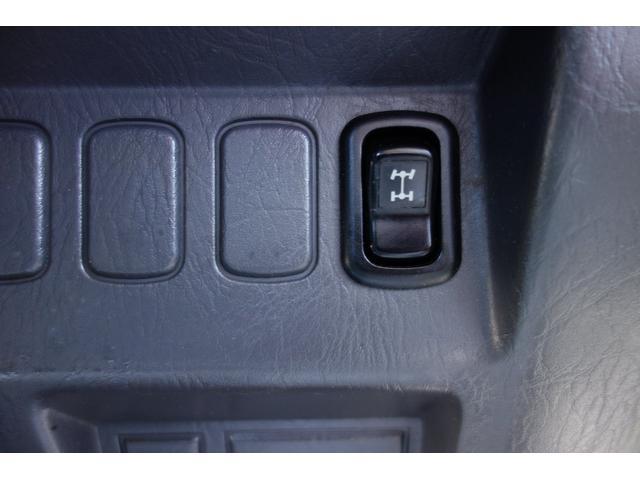 4WD切り替えボタン!軽トラックは4WDがおすすめです!!2WDですと、ちょっとした段差でスリップしてしい進まなくなってしまいます。そんな時4WDに切り替えて頂くとスリップすることなく走り出します!