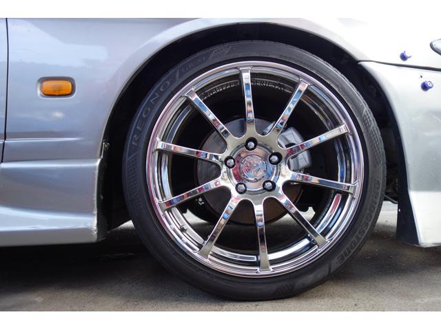 高級ヨコハマタイヤ製クロイッツァー18インチアルミホイール装備♪迫力があります!タイヤ場安心のブリジストン 高級レグノ(約30万円)