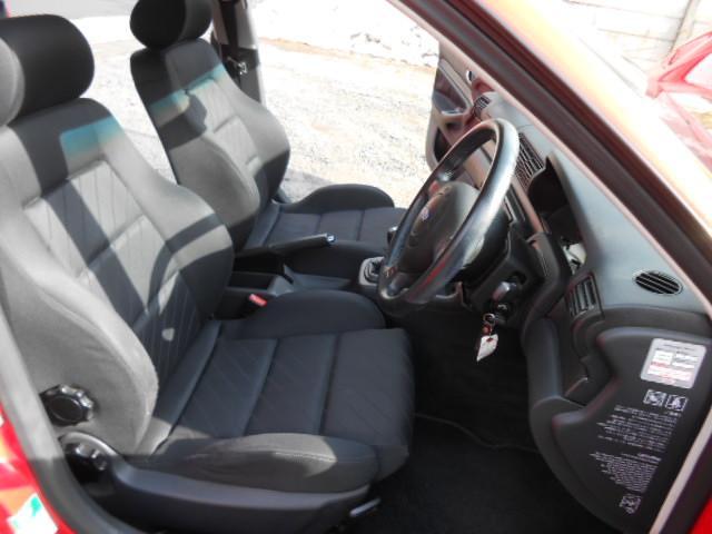 アウディ アウディ A4 1.8Tクワトロ 5MT 新車保証 整備帳