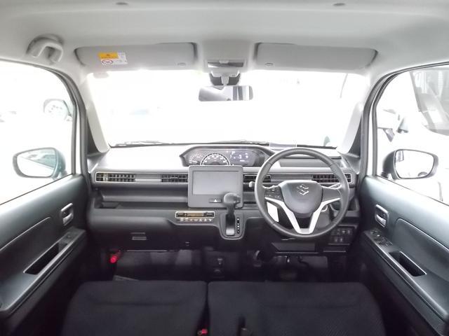 開放的な前席!視界も広く運転のしやすさ、居住性、ともに良好です。