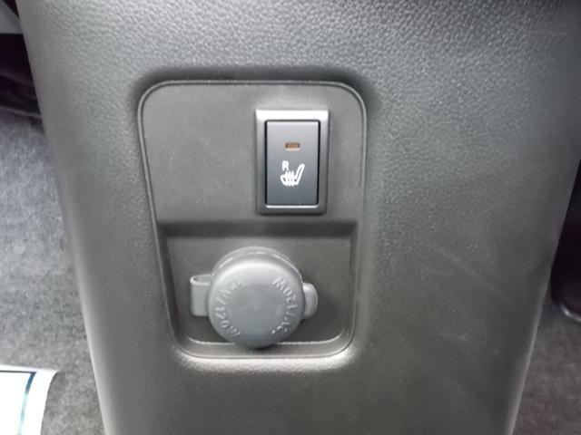 運転席シートヒーター付いてます。冬場の短距離走行でも快適です。スイッチはこちら。