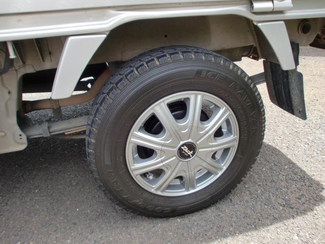 タイヤの溝もしっかりと確認しており、タイヤのヤマも十分にあります。乗り出しで別途タイヤ交換する必要はありません!