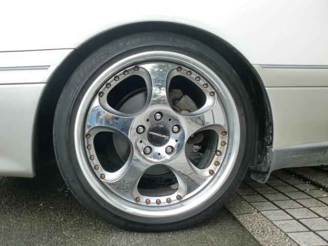 トヨタ クラウン ロイヤルサルーン アニバーサリーパッケージ 18インチAW