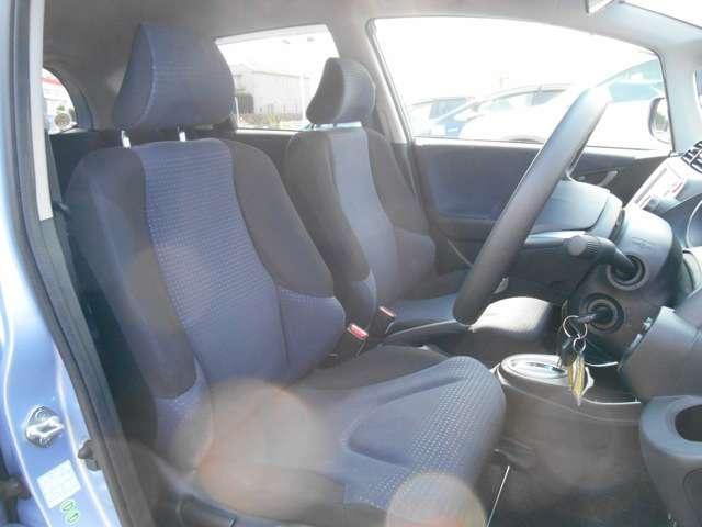 運転席には、高さ調整機能が付いてます。