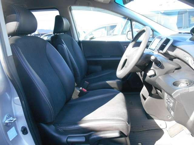 運転席には、高さ調整機能も付いてます。