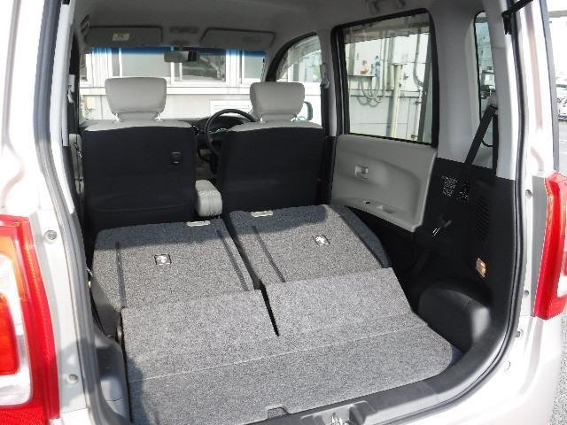 ラゲッジルームは、リヤシートを折り畳んで荷室にする事が出来ます。大きな荷物を搭載する時に重宝しますよ!
