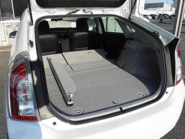 シートを倒すことで、ラゲージルームも大きく使うことができますよ。