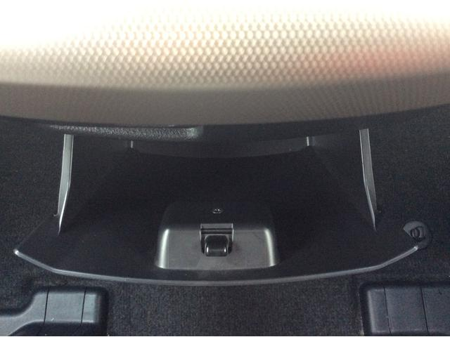 ★運転席側小物入れ