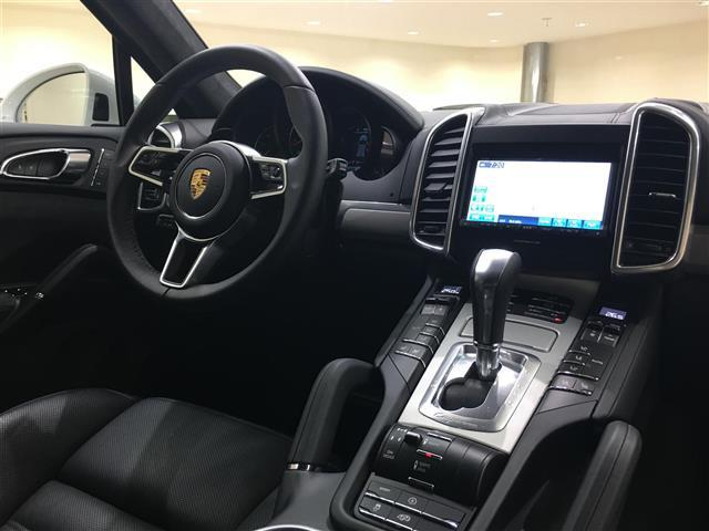 ポルシェ ポルシェ カイエン GTSティプトロニックS 4WD 左H 革シート