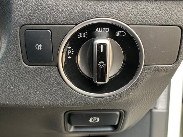 A180 メーカーナビ フルセグTV Bluetooth USB クルコン パドルシフト パワーシート ハーフレザー 純正フロアマット 電動格納ミラー コーナーセンサー シートヒーター オートライト フォグ(8枚目)