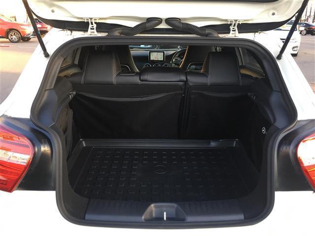 A180 メーカーナビ フルセグTV Bluetooth USB クルコン パドルシフト パワーシート ハーフレザー 純正フロアマット 電動格納ミラー コーナーセンサー シートヒーター オートライト フォグ(24枚目)