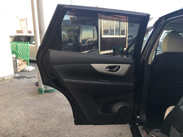 モード・プレミア エマージェンシーブレーキパッケージ 4WD 純正8インチメモリナビ フルセグTV バックカメラ パワーバックドア レザーシート シートヒーター エマージェンシーブレーキ 踏み間違い防止アシスト LEDヘッドライト 3列シート ETC(16枚目)