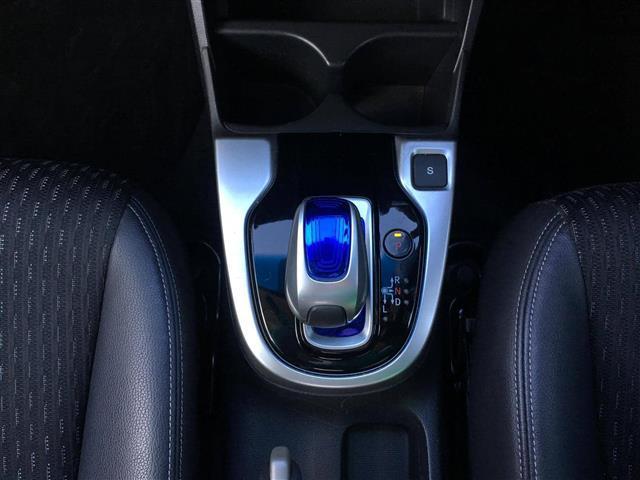 Lパッケージ 4WD SDナビ フルセグ Egスターター(18枚目)