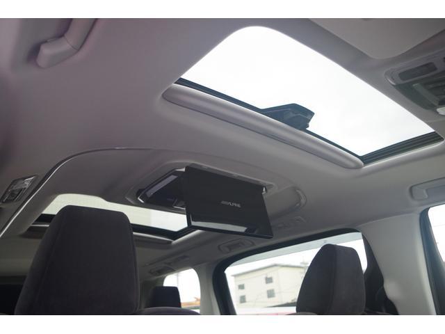 【ダブルサンルーフ】ツインムーンルーフ(フロントチルト&リヤ電動スライド+挟み込み防止機能付)明るく開放的なドライブをお楽しみください。