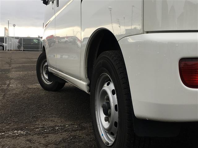 デラックス 純正SDナビ ワンセグ BT AM FM ハイルーフ 4WD PW PS 前後ドラレコ 夏冬タイヤ バックカメラ ETC スペアーキー リアプライバシーガラス リアヒーター フロントリアゴムマット(13枚目)