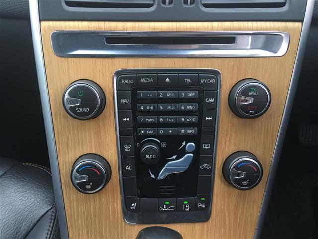 ボルボ ボルボ XC60 T5 LE セーフティーPKG 黒革シート 純正ナビ ETC