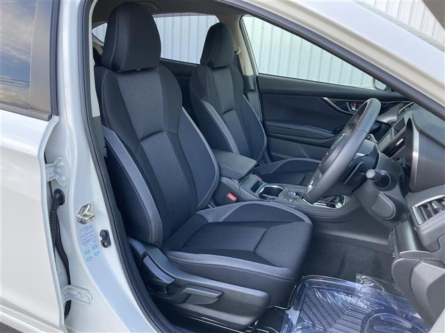 2.0i-Lアイサイト 4WD スマートキー 衝突軽減 横滑り防止装置 アイドリングストップ レーダークルーズ パドルシフト ステアリングリモコン ETC 社外メモリナビ BT/DVD/CD バックカメラ オートライト(12枚目)