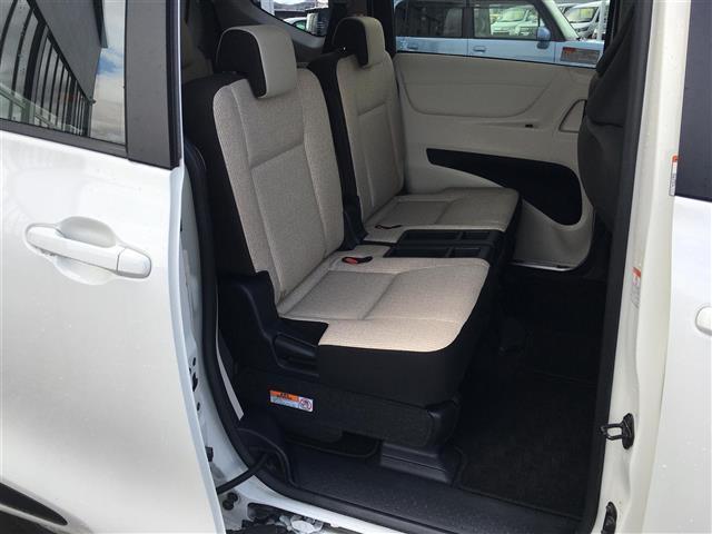 X 4WD 横滑り防止装置 ダブルエアバッグ ウォークスルー 3列シート 左側パワースライドドア ETC 社外メモリナビ CD TV バックカメラ プッシュスタート ステアリングリモコン(16枚目)