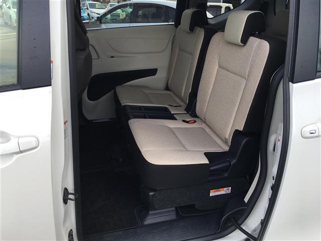X 4WD 横滑り防止装置 ダブルエアバッグ ウォークスルー 3列シート 左側パワースライドドア ETC 社外メモリナビ CD TV バックカメラ プッシュスタート ステアリングリモコン(17枚目)