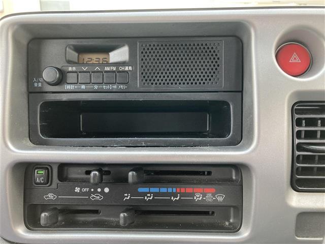ワンオーナー キーレスエントリー スペアキー1本 ラジオオーディオ AM/FM ヘッドライトレベライザー Wエアバッグ 純正フロアマット ドアバイザー(19枚目)