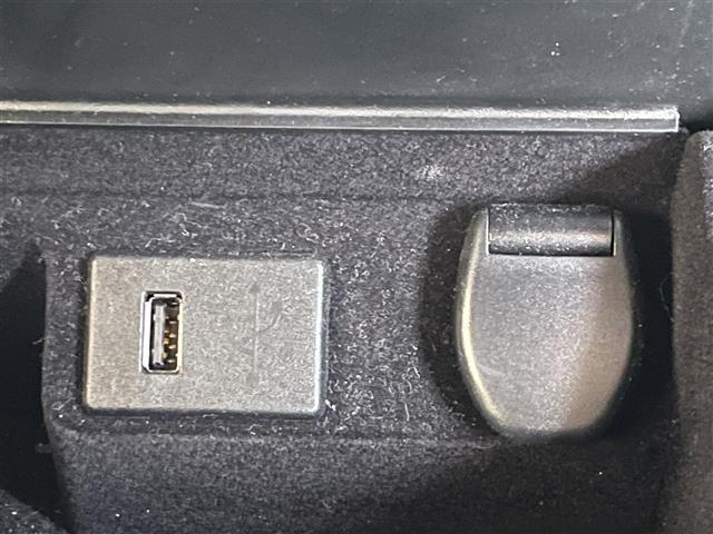 XL ワンオーナー アラウンドビューモニター コネクトナビ CD DVD Bluetooth フルセグTV 前席パワーシート ETC クルコン 踏み間違い衝突防止アシスト 衝突軽減ブレーキ VSC USB(12枚目)