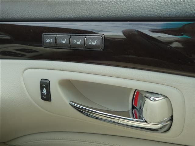 運転席メモリー機能付きパワーシート